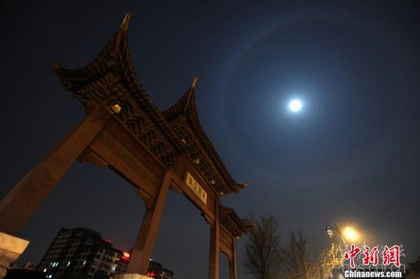 """扬州夜空现罕见""""月晕""""奇观"""