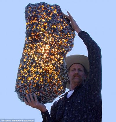 蜂窝黄金陨石发光晶体每克30英镑