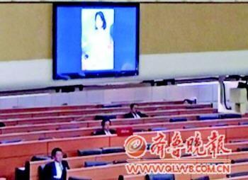 国会大屏幕突现裸女照