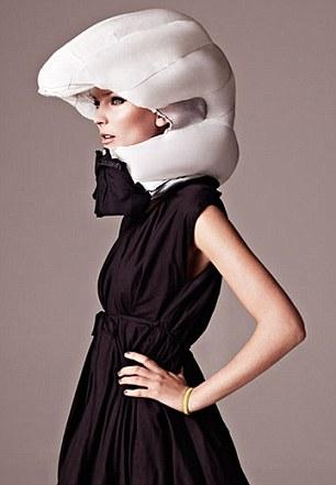 气囊式头盔 安全时尚藏于衣领